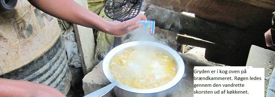 Brændekomfur støbt i cement – Tanzania