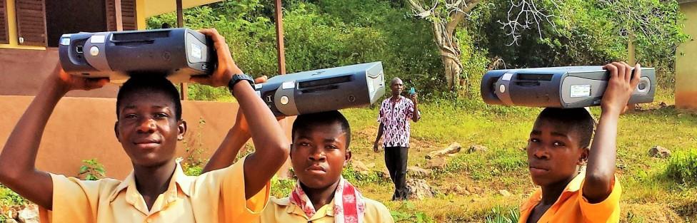 17 computere til skole i Ghana
