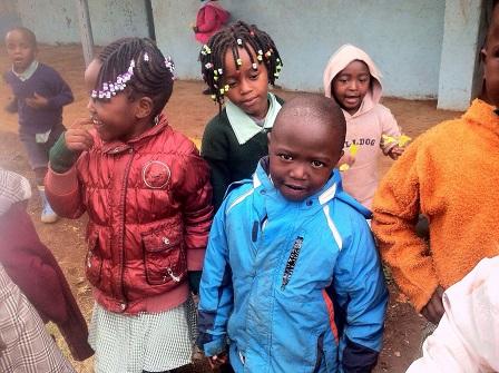 Fine i håret - 2 piger Jambo Shule
