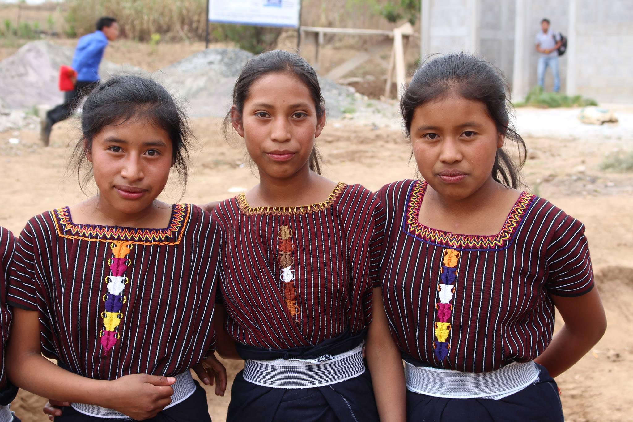 Piger på skolen Building Community